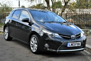 Used TOYOTA AURIS in Hampton Court, Surrey for sale
