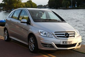 Used MERCEDES B-CLASS in Hampton Court, Surrey for sale
