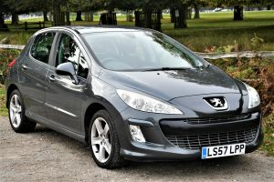 Used PEUGEOT 308 in Hampton Court, Surrey for sale